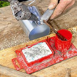 Fabriquer la naissance d'une gouttière en zinc