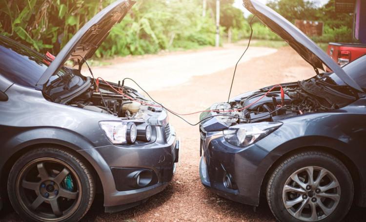 Démarrer sa voiture avec des câbles