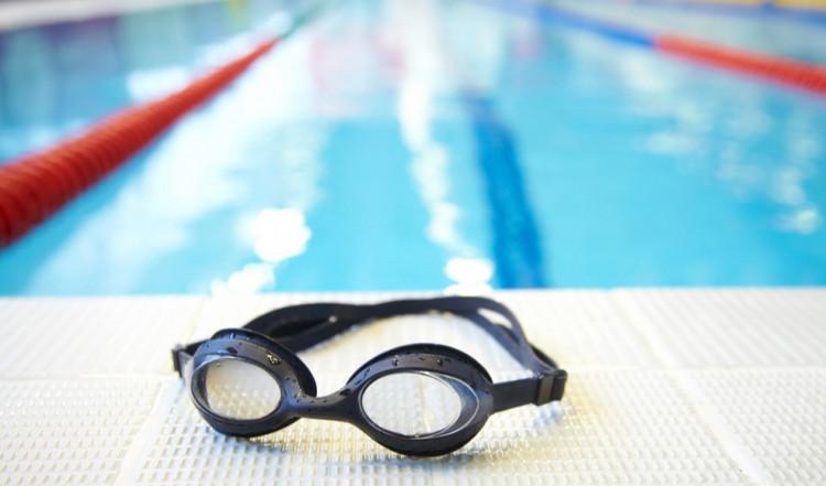 Entretenir lunettes de piscines